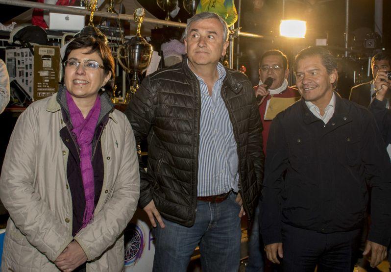 El gobernador, Gerardo Morales, junto a la ministra de Educación, Isolda Calsina y al intendente de Antofagasta, Valentín Volta Valencia