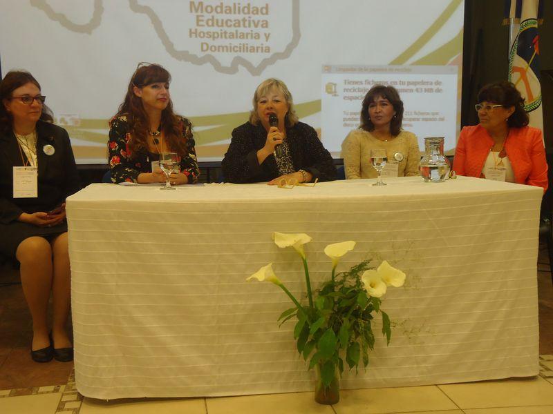 Comenz con gran convocatoria el encuentro educativo for Convocatoria docentes 2016 ministerio de educacion