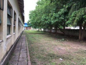 Desmalezamiento en la escuela de Yuto