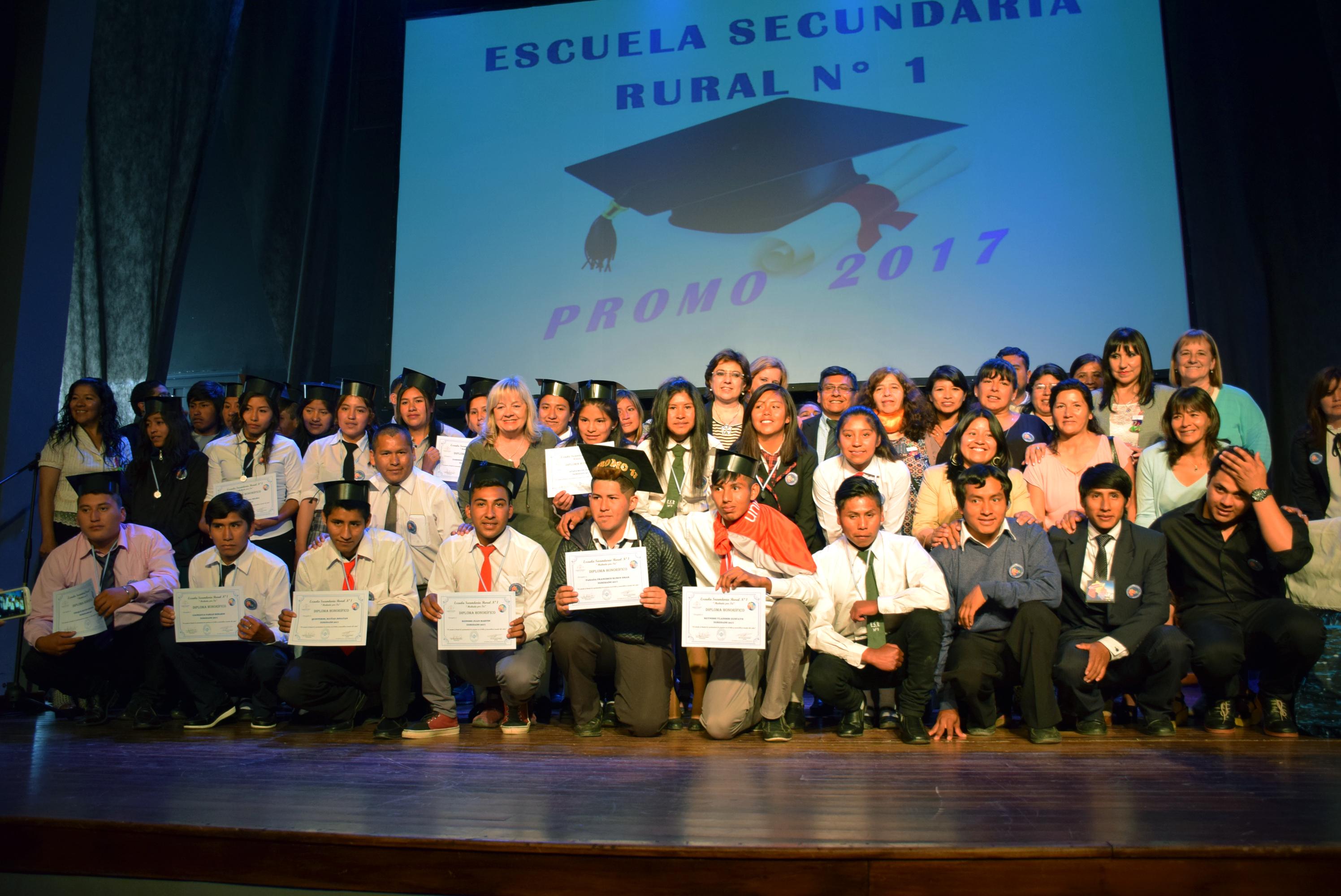 La Escuela Secundaria Rural Nº 1, mediada con entornos virtuales y sedes en alejadas localidades del territorio provincial, llevó a cabo el acto de colación de la primera promoción 2017. Noviembre 2017