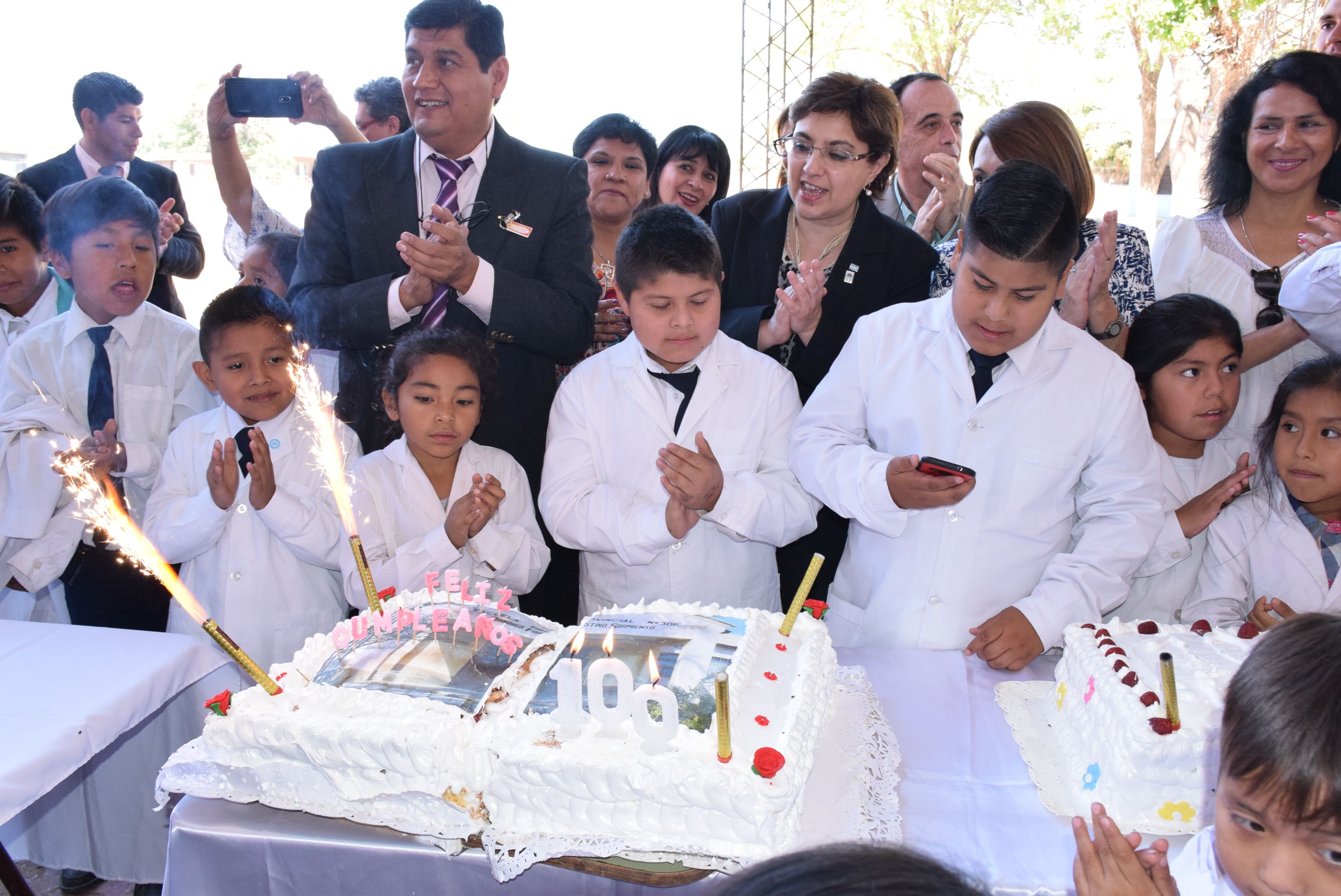 Festejo celeste y blanco por el centenario de la Escuela Sarmiento de Arrayanal