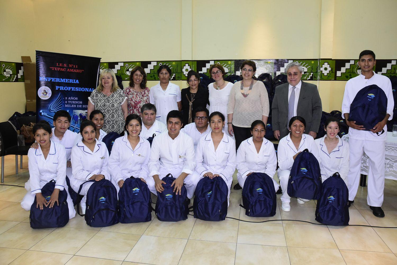 Estudiantes de Enfermería recibieron 255 mochilas técnicas con instrumental. Noviembre 2017