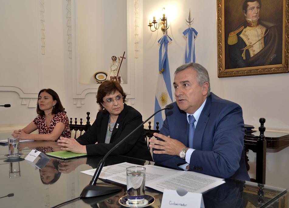 """El gobernador Morales afirmó que el Plan de Mejora Integral del Sistema de Formación Docente """"garantiza el cargo y los salarios a todos los educadores""""."""