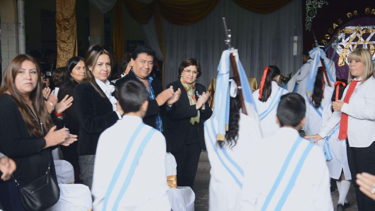 La ministra de Educación Isolda Calsina acompañó este viernes a la comunidad educativa de la Escuela N° 360 Teodoro Sánchez de Bustamante en la conmemoración de sus 75 años de vida. Mayo 2018