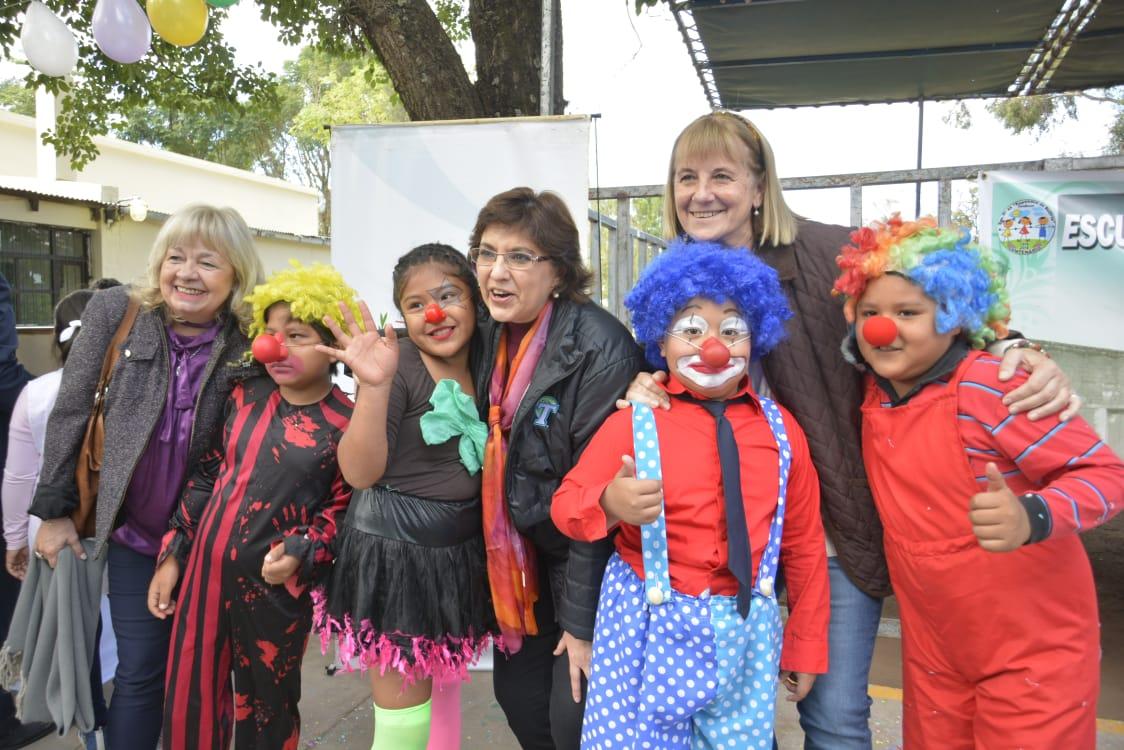 Alegre festejo en el centenario de la Escuela Nº 22 de Carahúnco. Mayo 2018