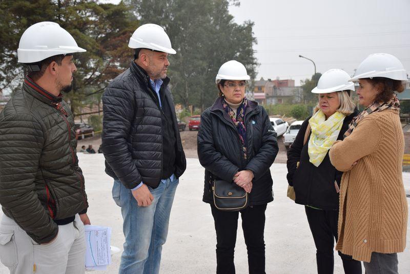 La ministra de Educación Isolda Calsina recorrió este jueves la obra del futuro edificio donde funcionará la cartera educativa, en el barrio Malvinas.