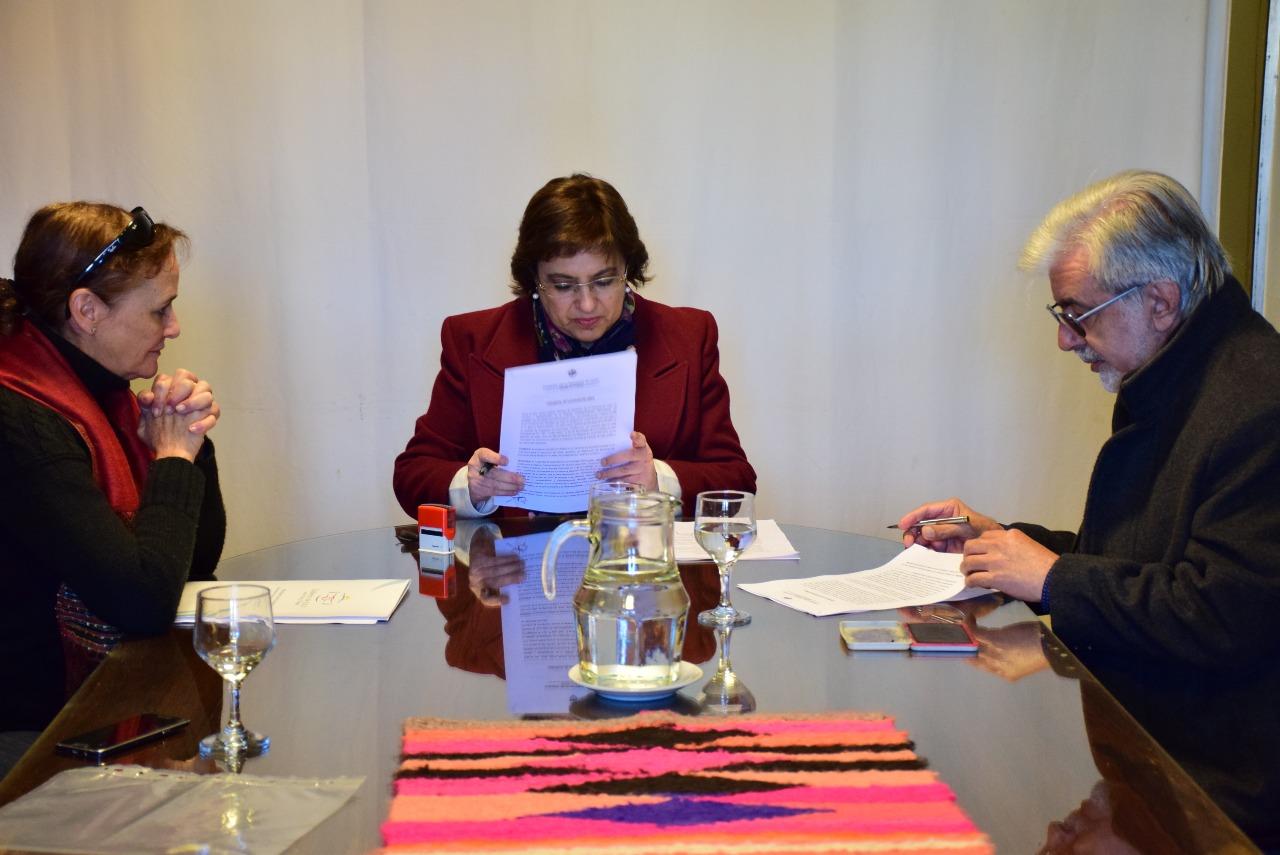 En la sede del Ministerio de Educación tuvo lugar este viernes la firma del contrato para el inicio de la obra de ampliación del edificio del Polimodal N° 2 de Abra Pampa, con una inversión de más de 27 millones de pesos. Junio 2018