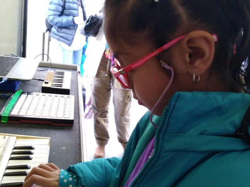 """En el marco de la 14° edición de la Feria del Libro """"Leer es soñar"""", el Ministerio de Educación de la Provincia convoca a toda la comunidad a conocer Infinito por Descubrir Móvil (IxD Móvil), propuesta de innovación educativa donde la curiosidad es la protagonista, que puede ser visitada en Senador Pérez N° 462 de San Salvador de Jujuy. Junio 2018"""