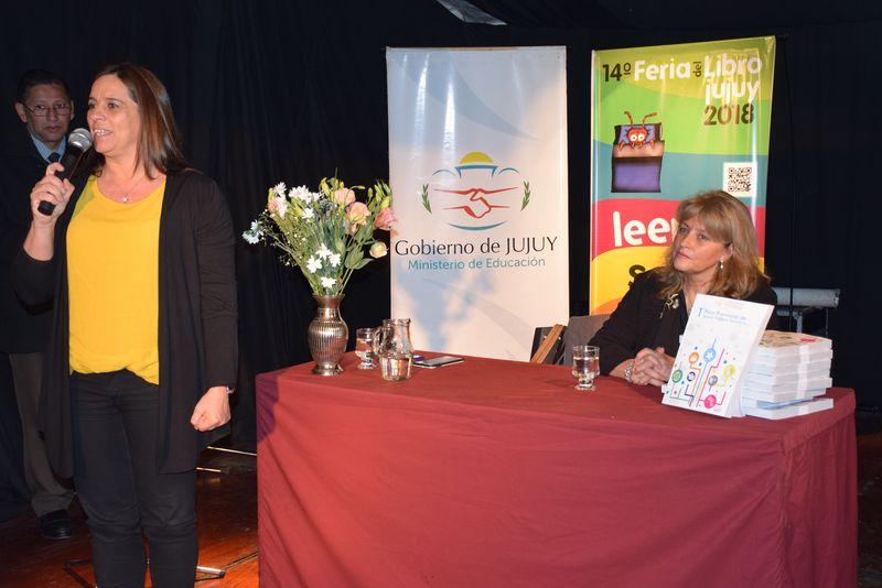 """En el cierre de la 14° Feria del Libro, el Ministerio de Educación presentó la obra """"Buenas Prácticas Educativas"""", compendio de experiencias educativas significativas desarrolladas en las escuelas de Jujuy. Junio 2018"""