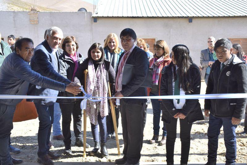 En Olaroz Chico, localidad del Departamento de Susques,  provincia de Jujuy, tuvo lugar este lunes la inauguración del edificio construido por la comunidad local con el aporte de empresas, donde funcionará la Escuela Técnica N° 2. El acto fue encabezado por el gobernador Gerardo Morales y la ministra de Educación, Isolda Calsina. Septiembre 2018