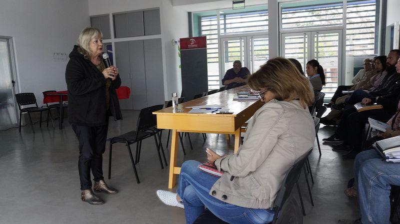 Trabajan lineamientos curriculares para la Educación de Jóvenes y Adultos. Octubre 2018